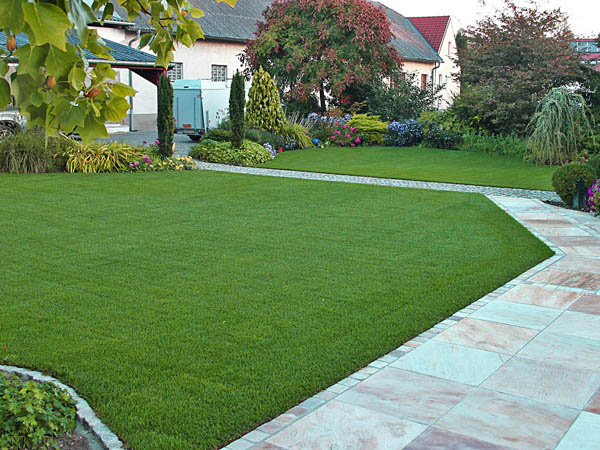 Finished garden with Pannon Turfgrass